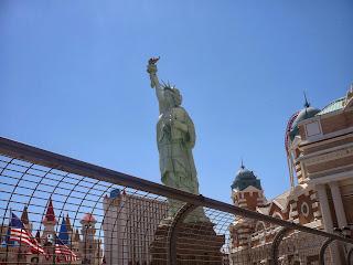 las vegas statue od liberty