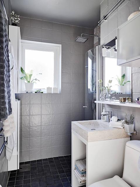 łazienka w stylu skandynawskim, szara łazienka, szare płytki do łazienki