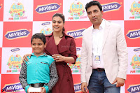 Kajol Looks super cute at the Launch of a New product McVites on 1st April 2017 13.JPG