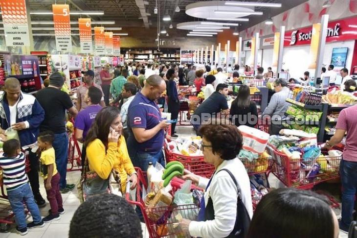 Miles abarrotan supermercados ante amenaza del coronavirus en RD
