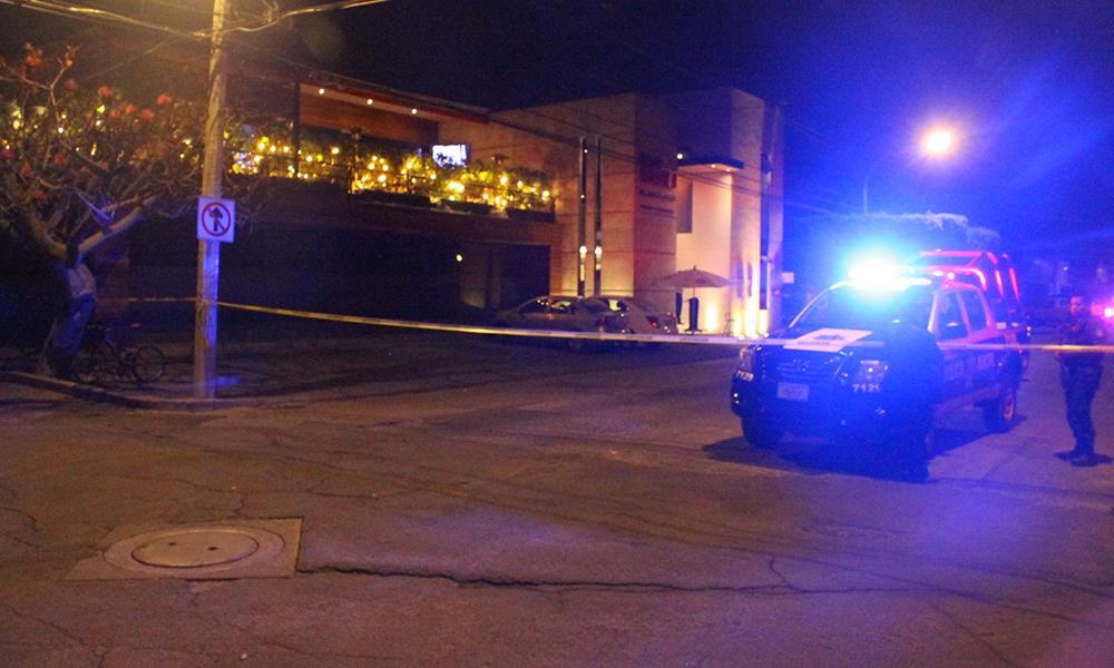 Rafaguean bar y matan a cuatro; dejan otro cadáver afuera de hospital en Guanajuato
