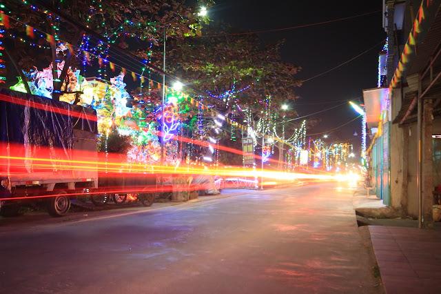 Những con đường làng cũng dường như trở nên lộng lẫy, đáng yêu hơn trong mùa lễ Noel 2017.