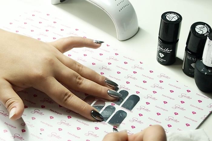 jak nakładać naklejki na paznokcie