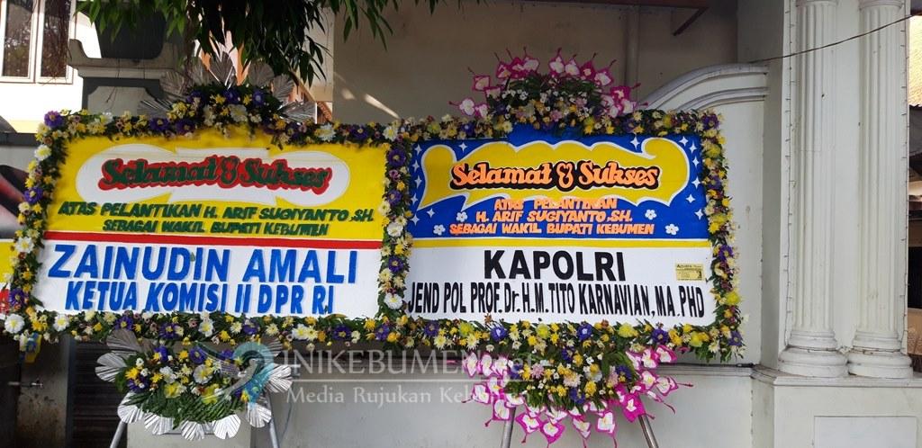 Karangan Bunga Ucapan Selamat dari Kapolri Hiasi Rumah Dinas Wakil Bupati Kebumen