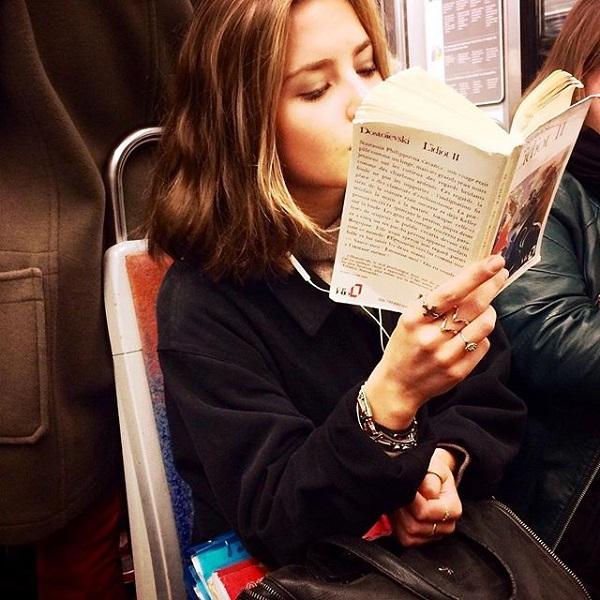 express o parisian women reading on the metro