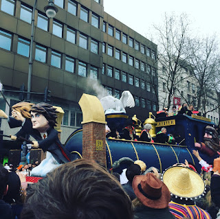 Wagen von Harry Potter auf dem Rosenmontagszug in Köln 2017: D´r Zoch kütt