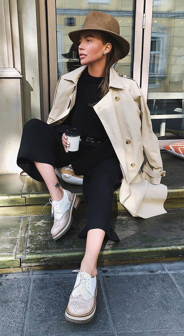 fall casual outfit inspiration / hat + trench coat + sweater + oxfords + black wide pants