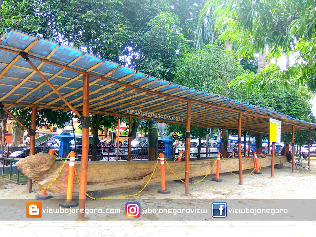 Monumen Kayu Jati Gotong Royong