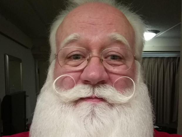 Niño con cáncer pide ver a Santa Claus y muere en sus brazos