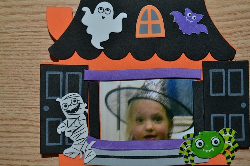 Haunted House Photo Frame Magnets for kids. Halloween arts and crafts
