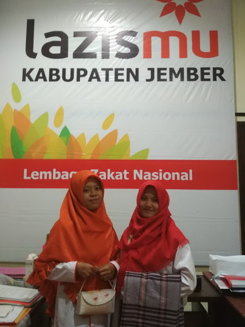 Mukenah dan Sarung yg SUCI, BERSIH dan HARUM siap didistribusikan oleh team Lazismu Jember
