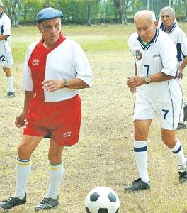 Resultado de imagen para futbol viejitos