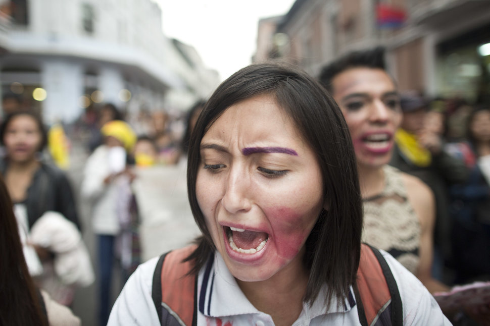 35 Photos Of Protesting Women That Portray Female Power - Ecuador