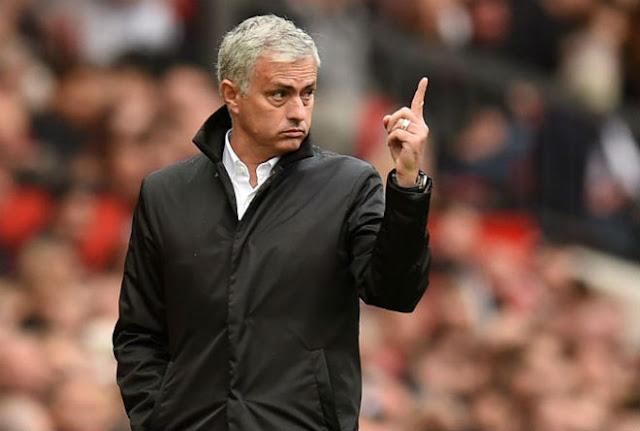 """""""Triệu fan"""" MU đòi sa thải Mourinho: Khó tìm được ai xứng tầm thay thế 1"""