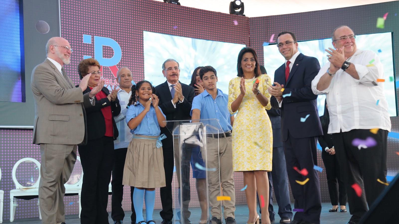 VIDEO: Danilo Medina deja iniciado año escolar 2017-2018; entrega dos escuelas