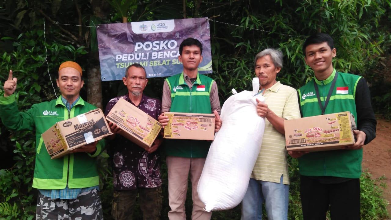 Lazis Wahdah Serahkan Logistik Untuk Pengungsi Tsunami Selat Sunda