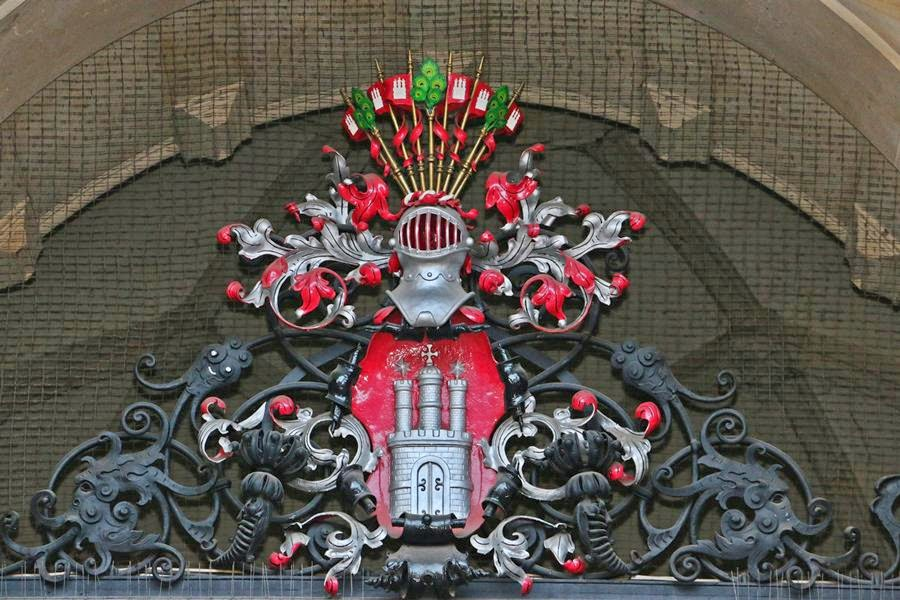 Großes Hamburger Staatswappen am Rathaus Eingang