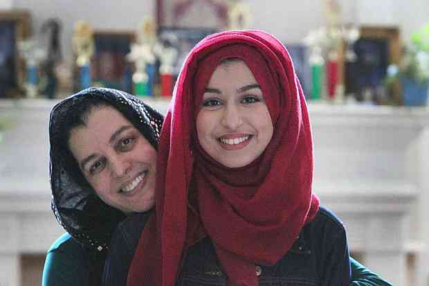 Muslim American Girl Accepted into 7 US Ivy League Colleges