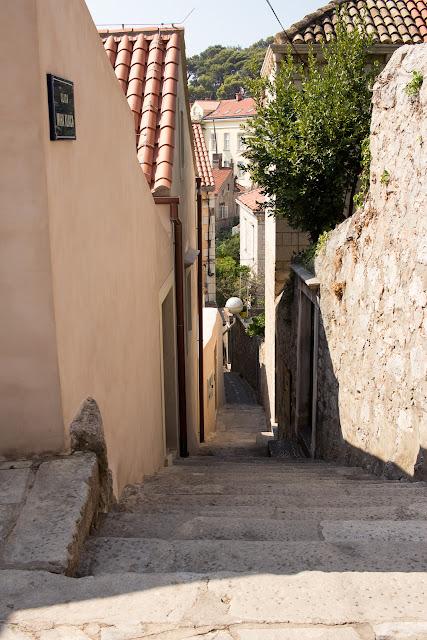 schmale Gasse in Dubrovnik - Kroatien
