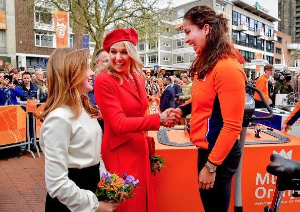 Queen Máxima, Princess Catharina-Amelia, Princess Ariane, Princess Alexia, Princess Laurentien, Prince Constantijn and Princess Aimée