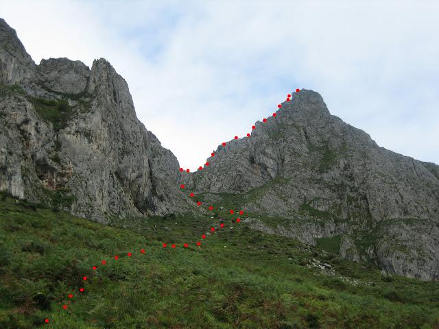 Rutas Montaña Asturias: Vista de la canal de bajada a Viapará desde el Monsacro