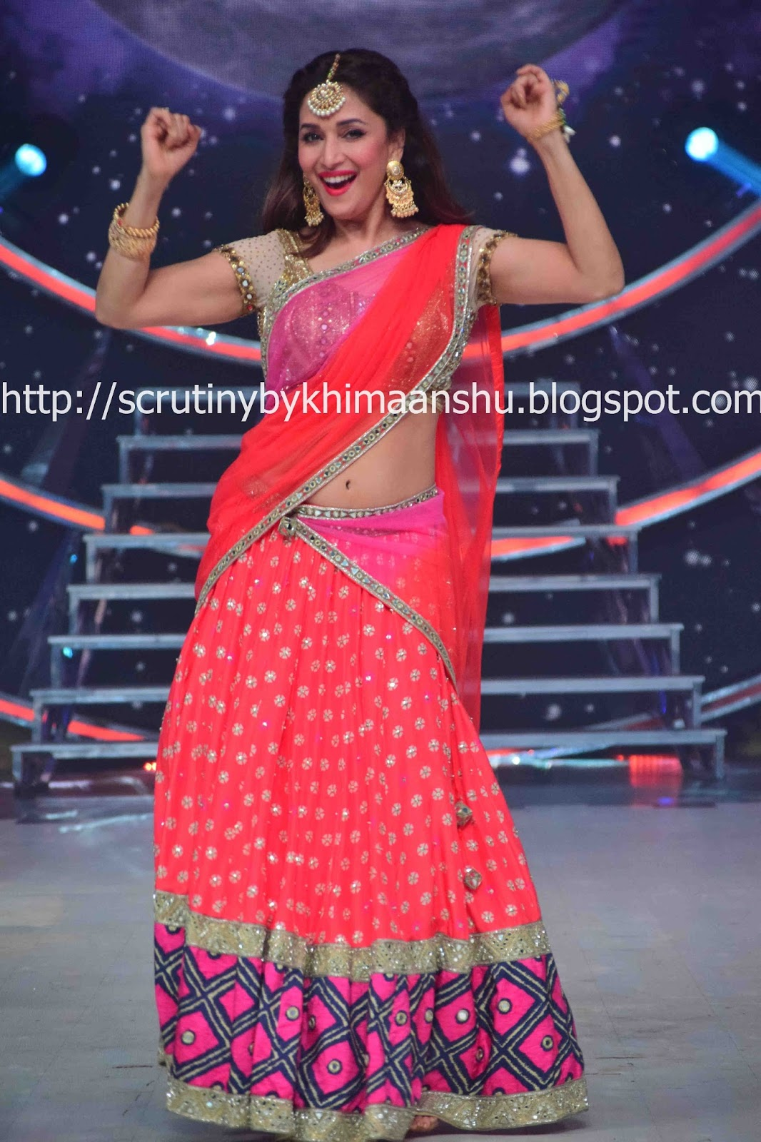 Heroines Dance Photos At Cinemaa Awards 2012: Scrutiny: Madhuri Pays A Dancing Tribute To Bollywood