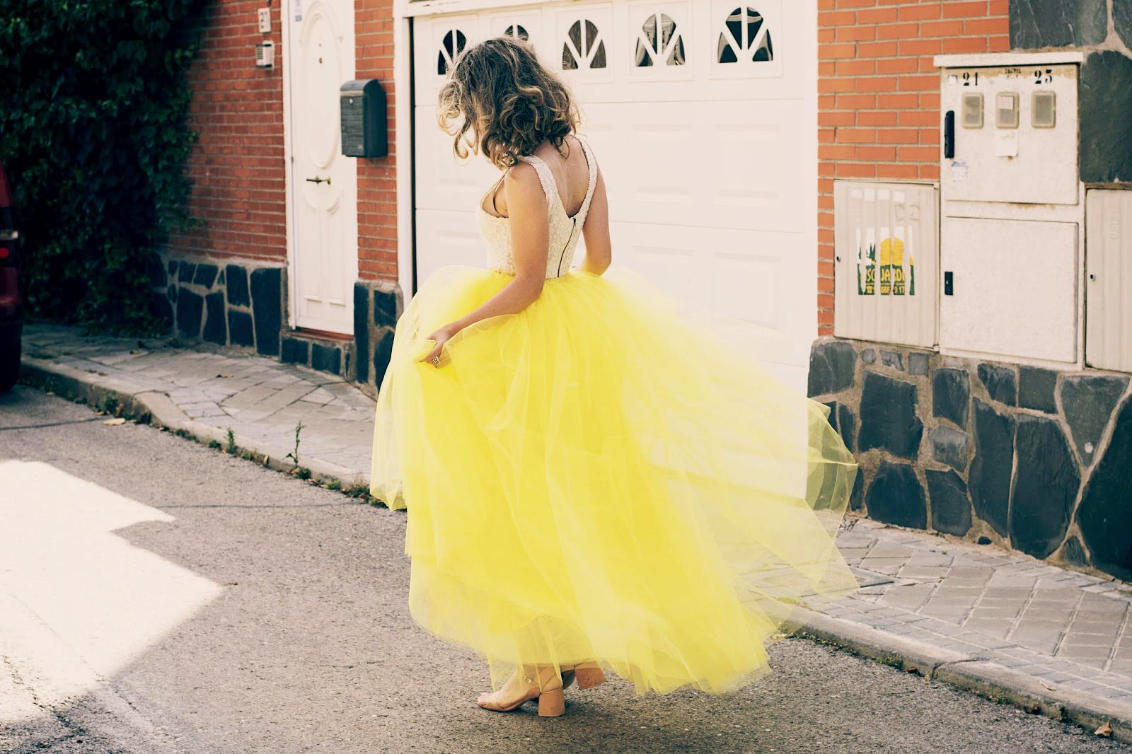 falda de tul amarilla