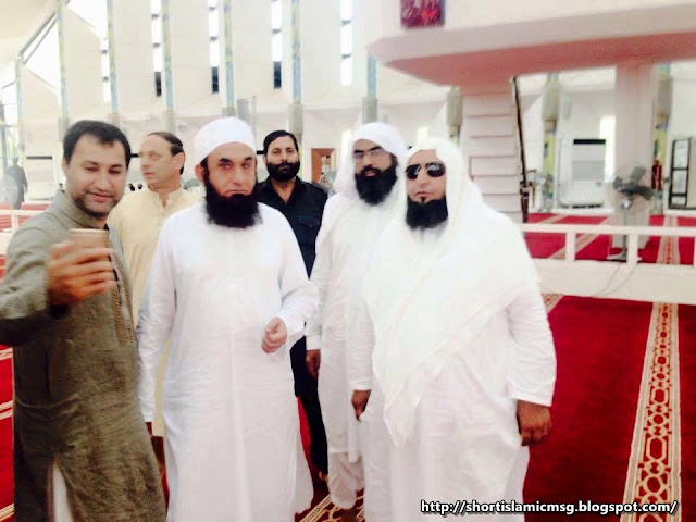 selfie of Moulna tariq jameel shb