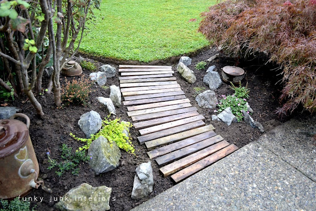 Learn how to make this easy and beautiful pallet wood garden walkway in an afternoon! It turned out so beautiful! Click for full tutorial.