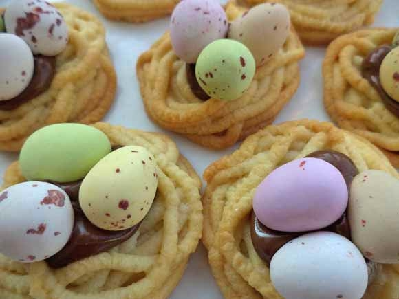 vogelnest koekjes met paas eitjes