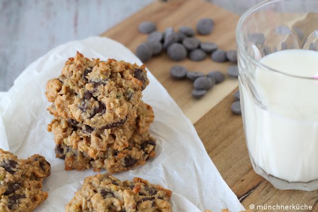 Dürfen es ein paar chewy Cookies mit Haferflocken, Schokolade und Kokosnussflocken sein?