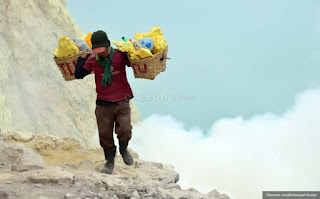 5 hal unik saat mendaki Gunung Ijen
