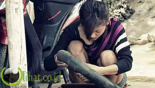 Nanik Fransiska Dewi dari Indonesia - Tukang Tambal Ban