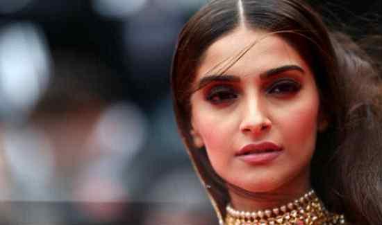 Artis Bollywood India Paling Cantik Sonam Kapoor