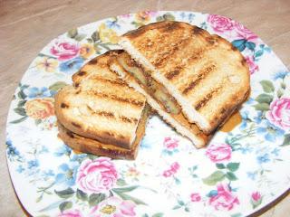 Sandwich cu banane si unt de arahide retete culinare,