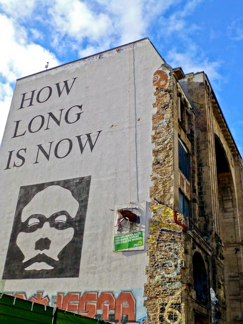 How Long is Now, en Tacheles