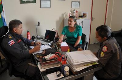 Parceria entre Secretaria de Assistência Social e Corpo de Bombeiros garante aulas de judô a estudantes da rede municipal