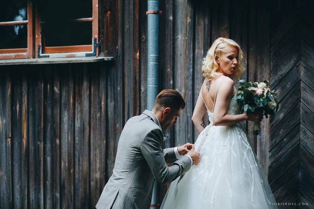 saplīsusi kāzu kleita