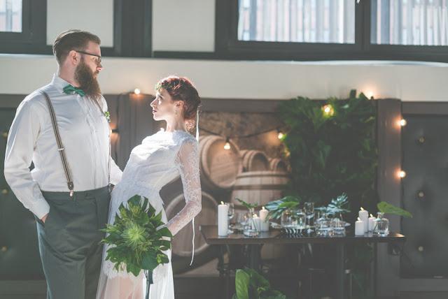 Koronkowy, długi rękaw sukni ślubnej