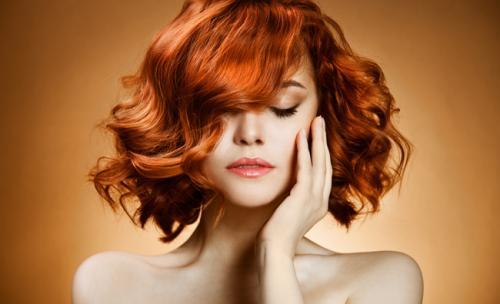 Il rosso aranciato è infine molto adatto per le ragazze dagli occhi verdi o  azzurri per la capacità di metterne in risalto il colore. a2fa6c82bd2e