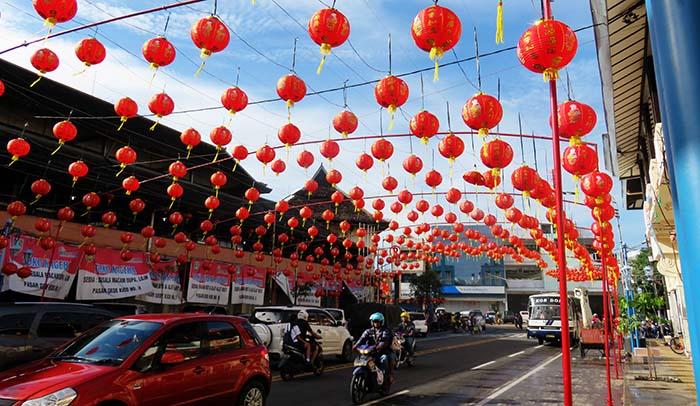 Lampion di Pasar Gedhe Surakarta Menjelang Imlek