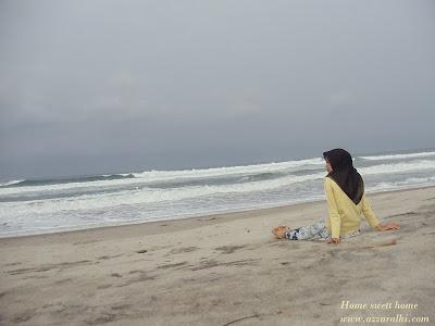 Duduk di tepi pantai cara sederhana menikmati hidup