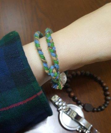 Article Hollywood Actor Wears Comfort Women Bracelet Sent By A Korean Fan