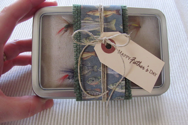 holding+tin Father's Day Gift Idea: Fly Fishing Box {#FathersDay} 28