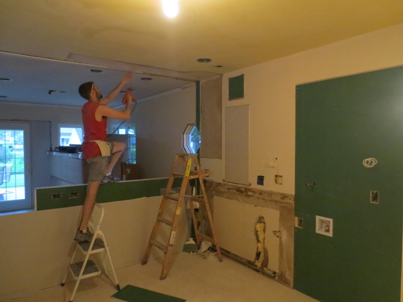 Life of the Lorenzens: Kitchen Day 10: Drywall & delivery