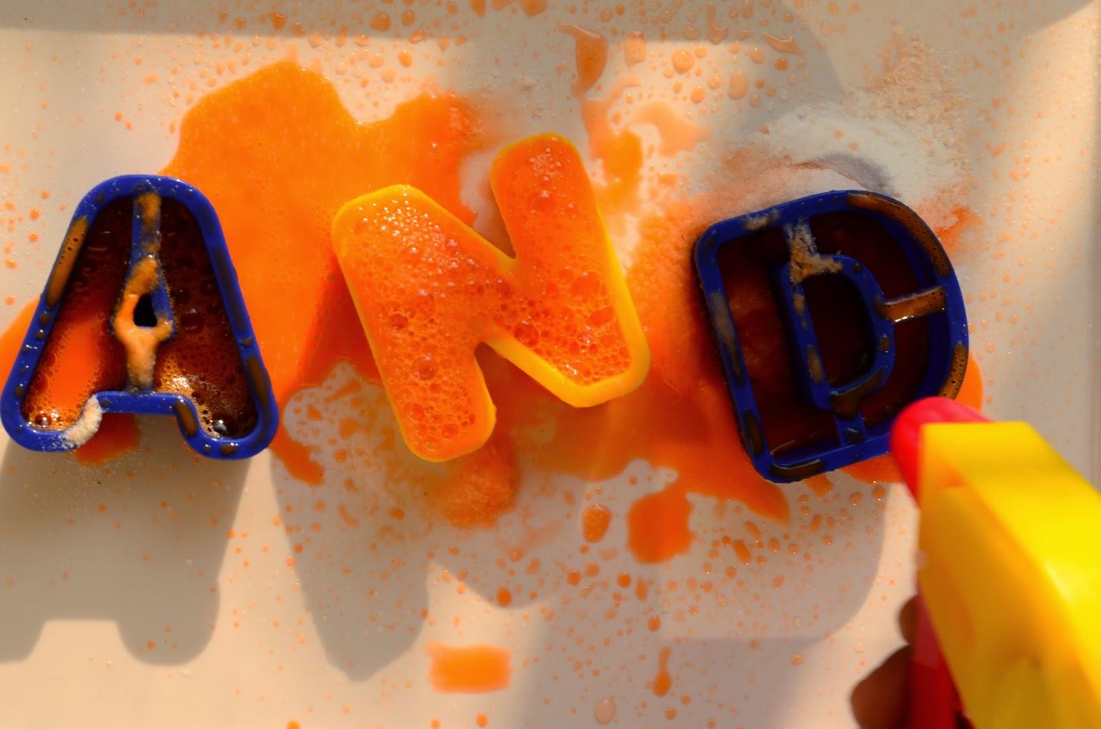 13 Non-Traditional Art Supplies for Preschoolers: Baking Soda & Vinegar: Fizzy Sight Words