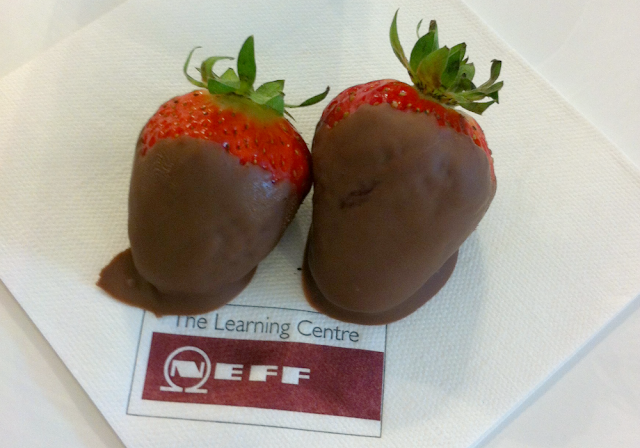 Neff, Strawberries dipped in chocolate, Dessert