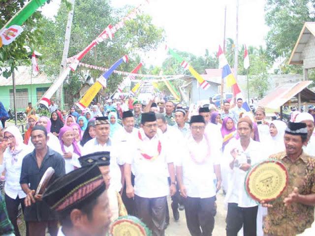 Yasin Payapo Hadiri Peletakan Batu Pembangunan Masjid Nurul Iman Pohon Batu