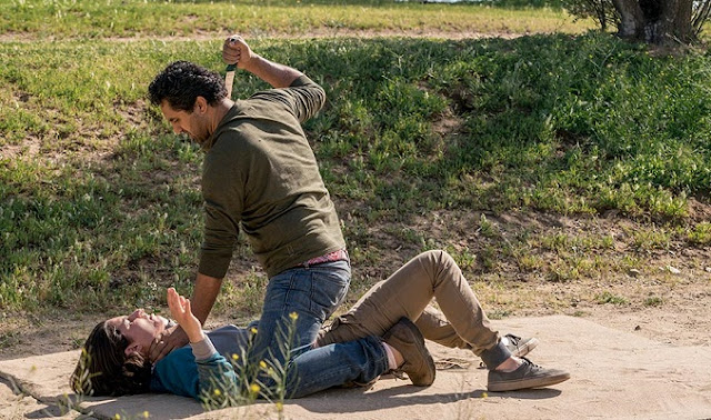 "Travis y Chris en el 2x07 ""Shiva"" de 'Fear the Walking Dead'"