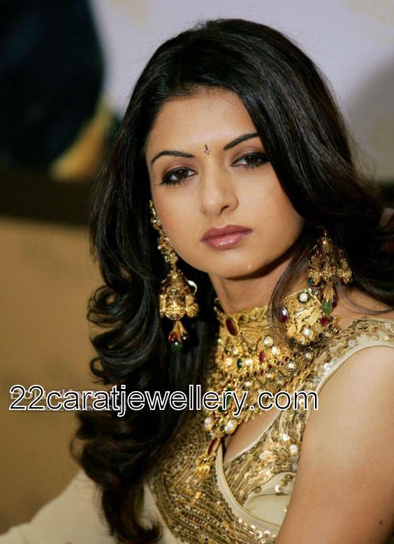 Bhagya Shree In Heavy Gold Bridal Set Jewellery Designs